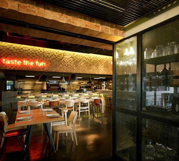 别具一格的小型酒吧式西餐厅装修