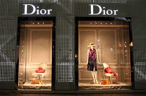 最新时尚服装店橱窗设计欣赏
